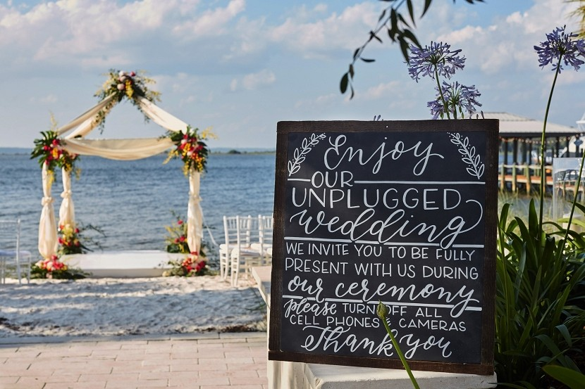 5 tips on how to have an unplugged wedding
